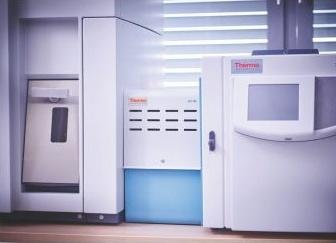 plynový chromatograf TRACE 1310 GC s autosamplerem TriPlus RSH AS (bližší pohled)