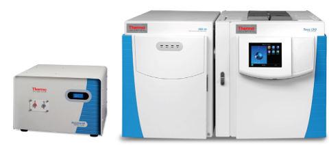 Obr. 5: Stolní NMR spektrometr picoSpin 80 MHz (vlevo) s GC-MS systémem ISQ QD (vpravo)