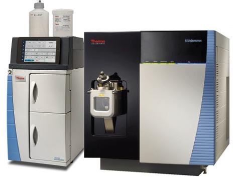 Obr. 2: Iontový chromatograf Integrion s hmotnostním spektrometrem TSQ Quantiva (na bázi trojitého kvadrupólu).