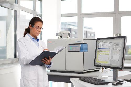 Elementární analyzátor (EA) Flash Smart od Thermo Scientific
